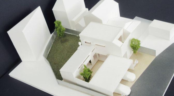 3台駐車可「3つの庭を持つコートハウス」‐2‐リアリティでなくリアル
