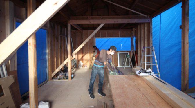 「ときめく紺色の家〈リノベーション〉」‐3‐骨だけ丸裸改修のたておこし