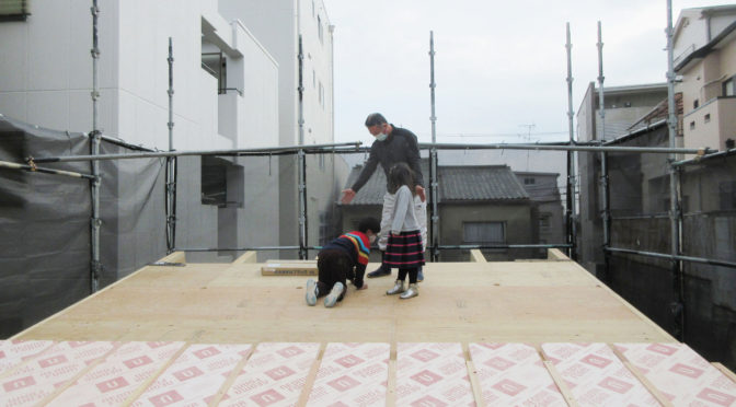 「THE LONGING HOUSE 」‐5‐棟梁プレゼンツ、屋根の上