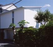切妻と中庭の家